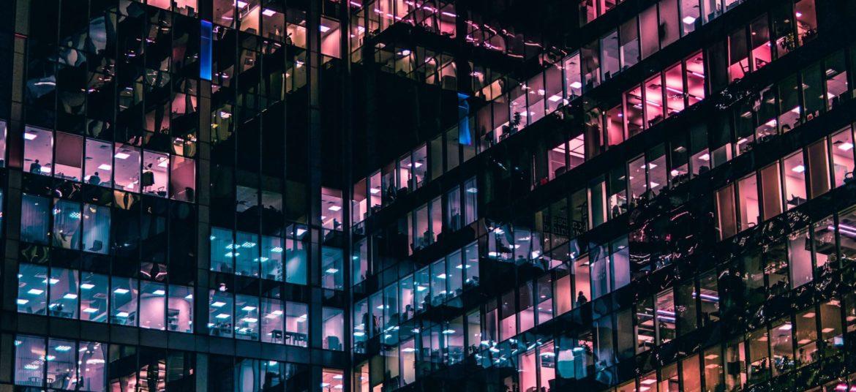Nowoczesny biurowiec mieszczący będący siedzibą startupów i firm założonych jako prost spółka akcyjna.