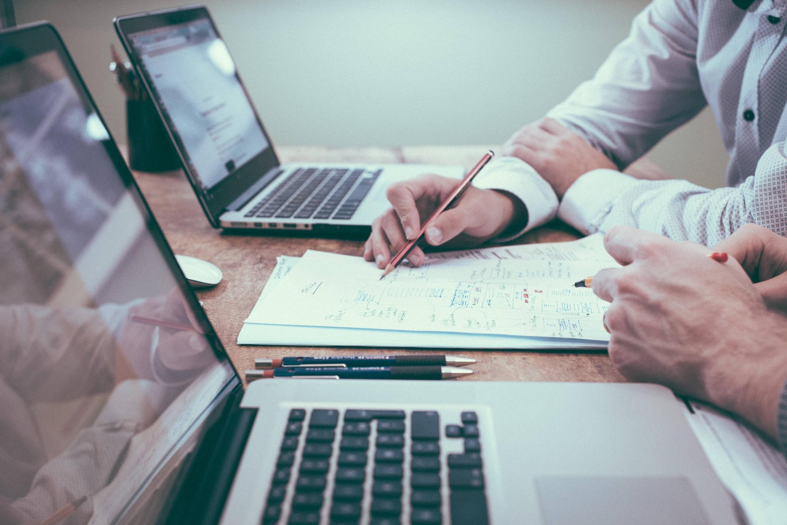 Przekształcenie spółki komandytowej w spółkę jawną wymaga pracy, ale może przynieść korzyści.